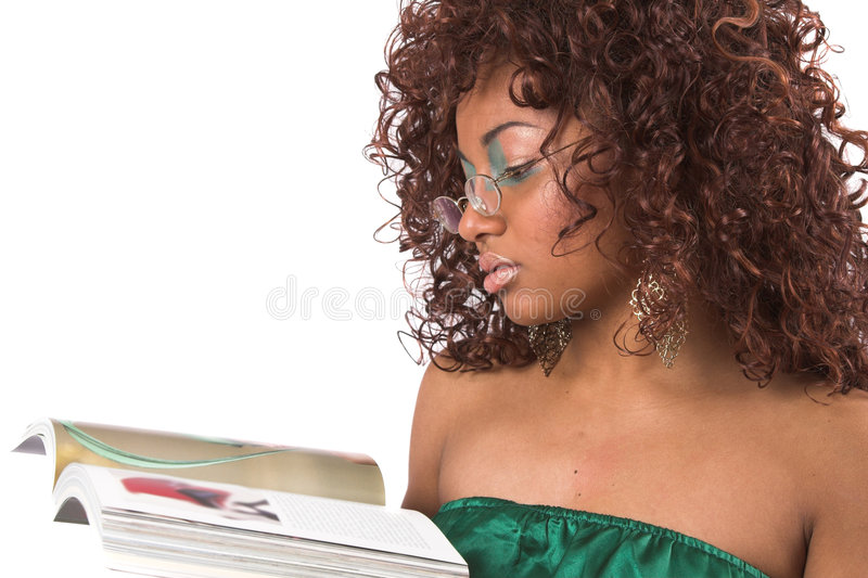 Het lezen van een boek royalty-vrije stock fotografie