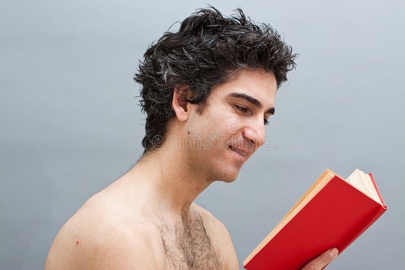 Het lezen van een pretboek stock foto's