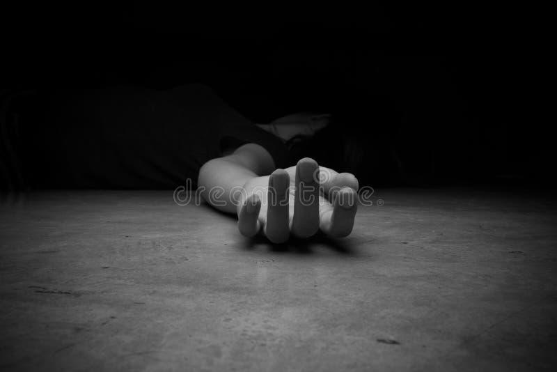 Het lichaam van de overledene Nadruk op hand royalty-vrije stock foto's