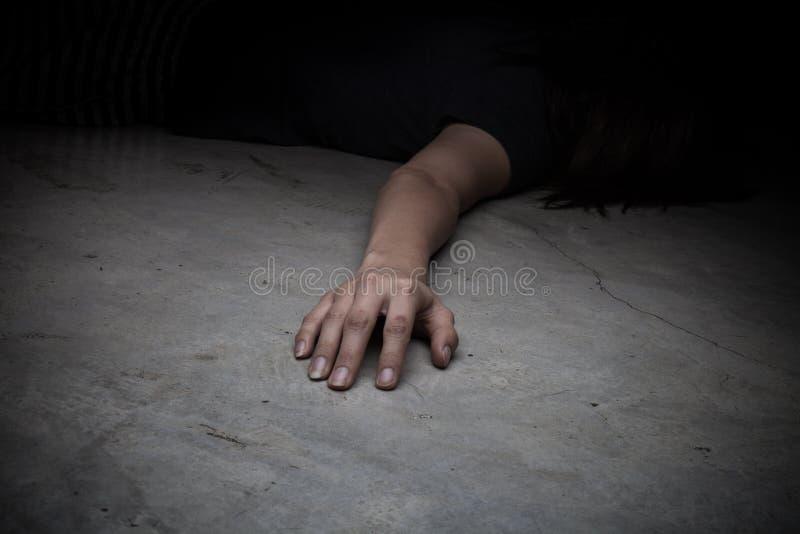 Het lichaam van het overledene Nadruk op hand stock foto