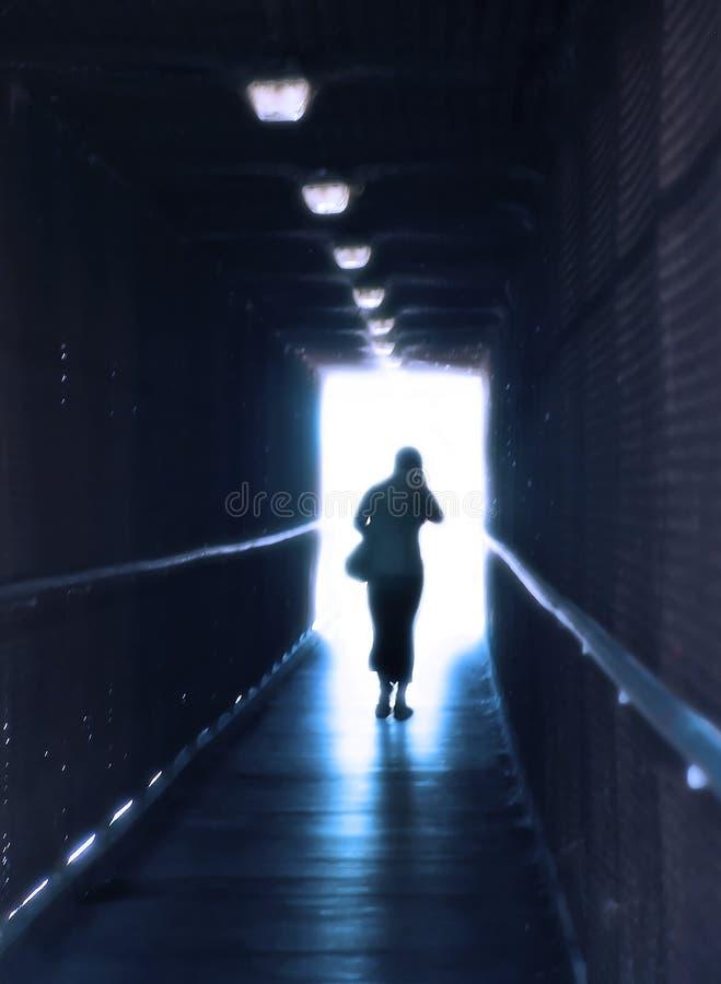 Het licht aan het eind van de tunnel stock fotografie
