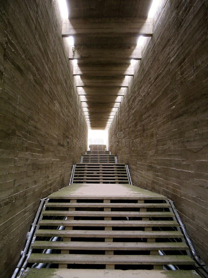 Het licht in het eind van de tunnel stock afbeelding