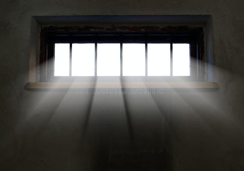 Het licht komt door het versperde venster stock foto's