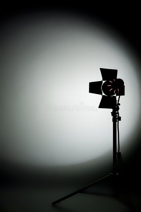 Het licht van de de filmstudio van Hollywood dat op backgrou wordt gericht royalty-vrije stock afbeelding