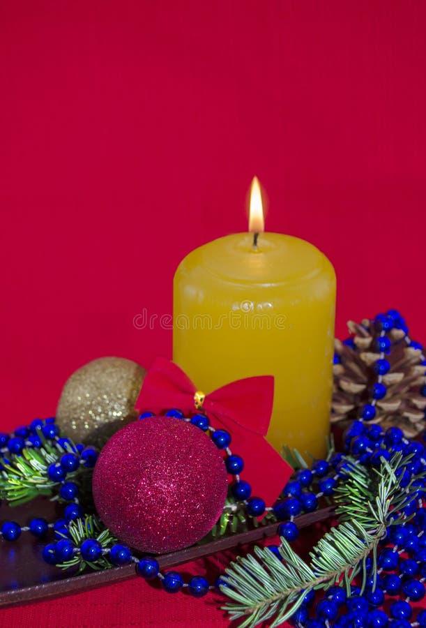 Het licht van de Kerstmiskaars stock foto's