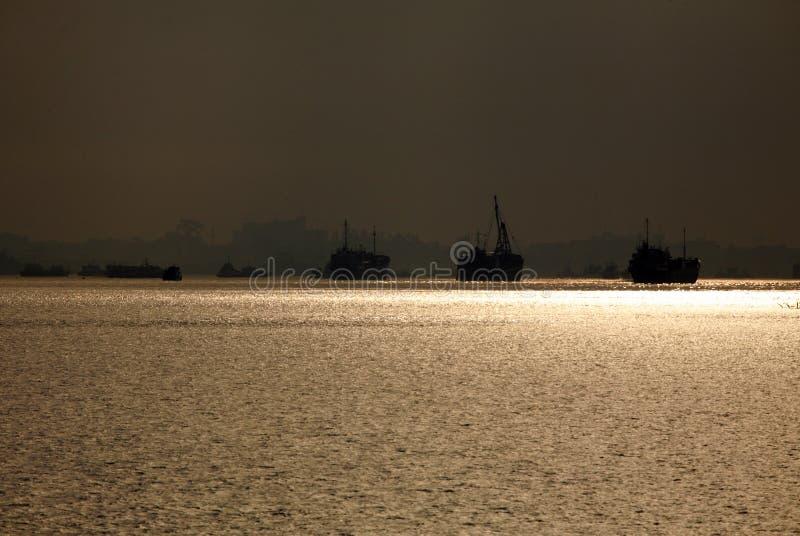 Download Het Licht Van De Ochtend Bij Een Haven Stock Foto - Afbeelding bestaande uit milieu, inzicht: 10776410
