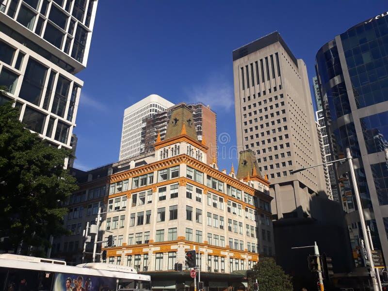 Het licht van de ochtendzon bij de mooie bouw in Sydney, Australië stock foto