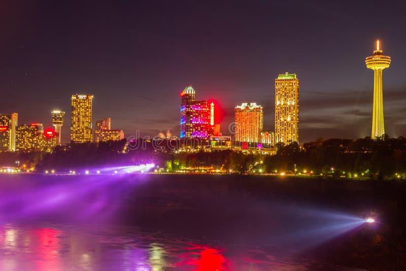 Download Het Licht Van Niagaradalingen Toont Bij Nacht, De V.S. Redactionele Foto - Afbeelding bestaande uit landschap, kleurrijk: 54076186