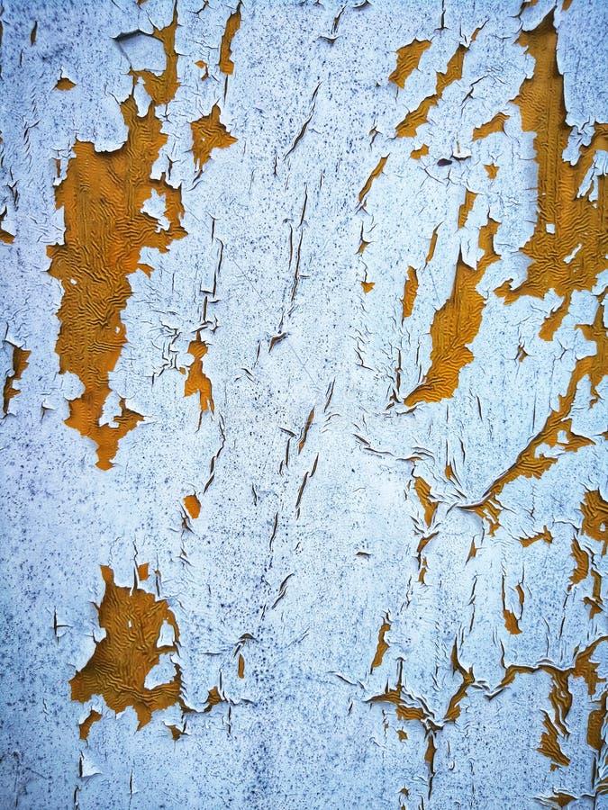 Het lichtblauwe verf schrapen weg met gele inleiding onder het royalty-vrije stock fotografie