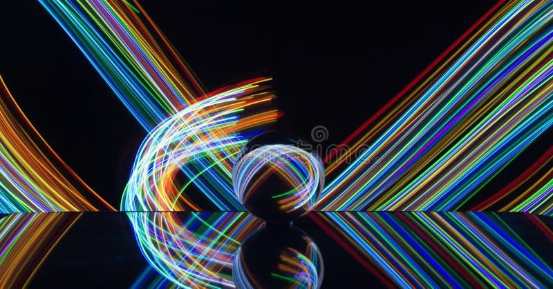 Het lichte schilderen met kristallen bol stock fotografie
