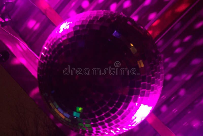 Het lichteffect van de spiegelbal bij een partij stock afbeeldingen