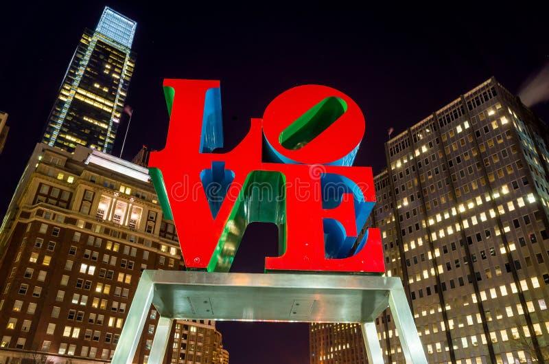 Het Liefdestandbeeld in het Liefdepark Philadelphia stock foto's