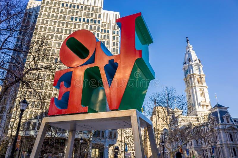 Het Liefdestandbeeld in het Liefdepark Philadelphia royalty-vrije stock fotografie