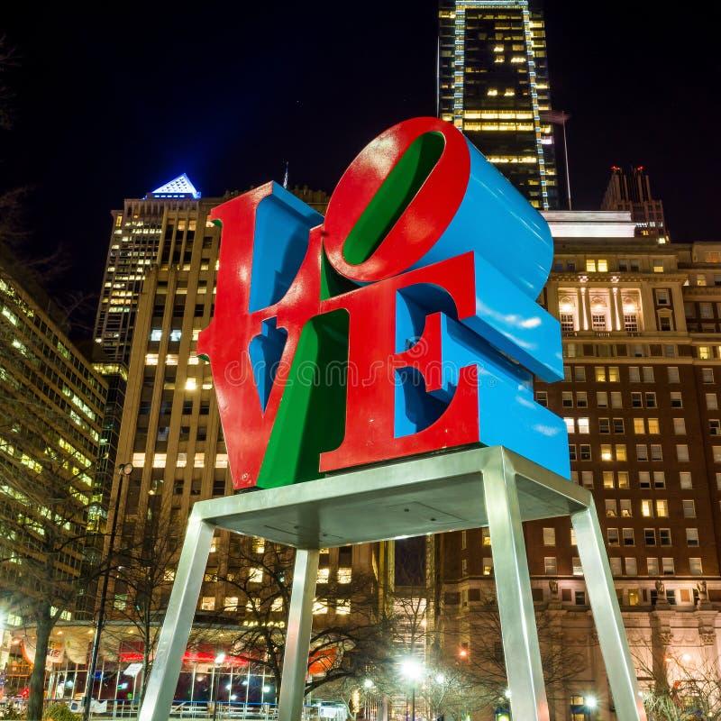 Het Liefdestandbeeld in het Liefdepark Philadelphia stock afbeelding