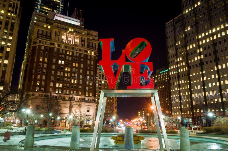 Het Liefdestandbeeld in het Liefdepark Philadelphia royalty-vrije stock foto's