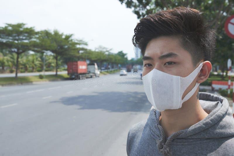 Het lijden aan verontreinigde lucht stock afbeeldingen