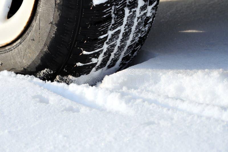 Het loopvlak van de de autoband van de winter stock foto