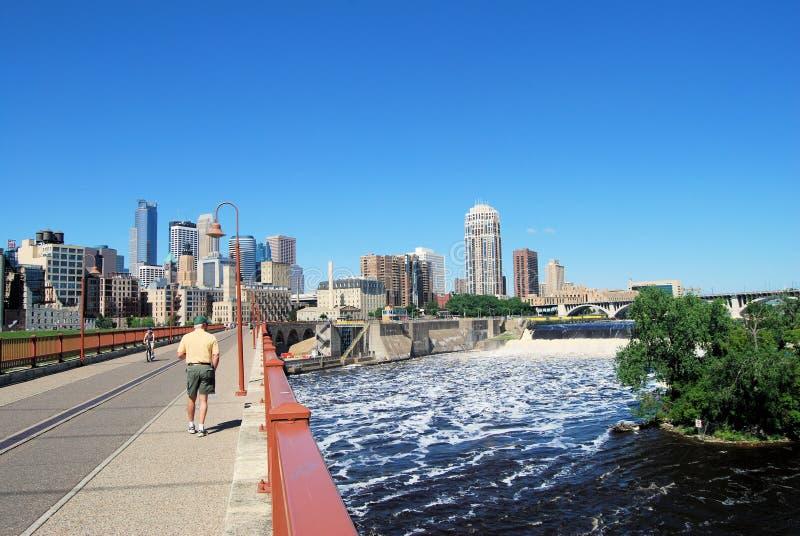 Het lopen aan Minneapolis stock afbeeldingen