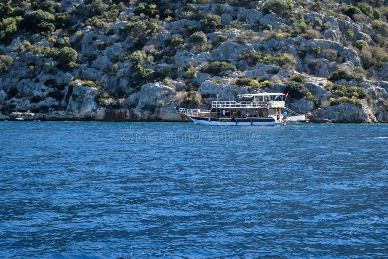 Het lopen door de boot stock foto