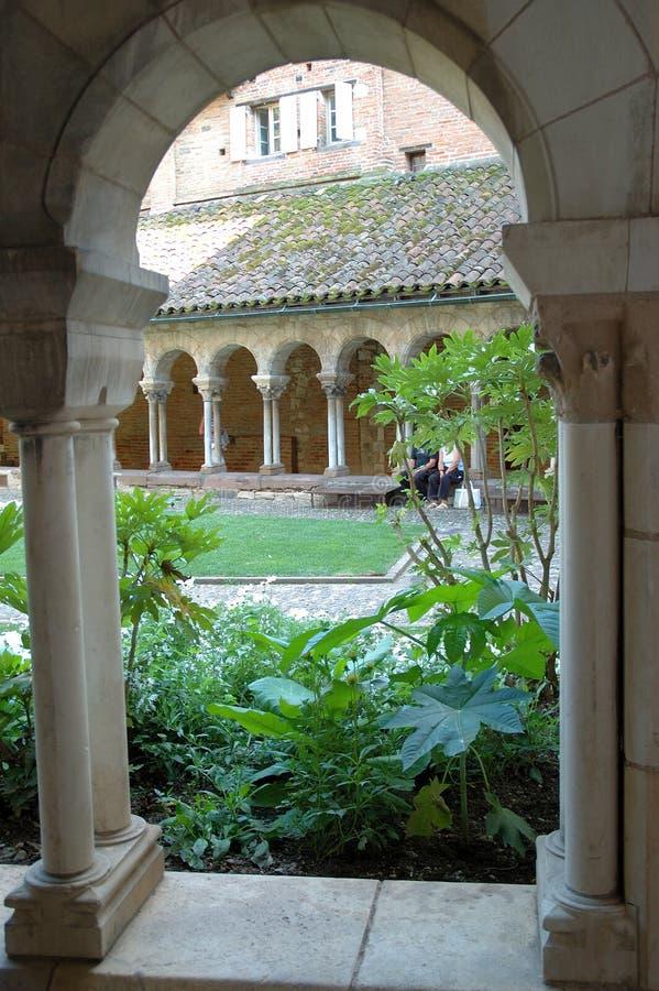 Het lopen in een klooster royalty-vrije stock foto's