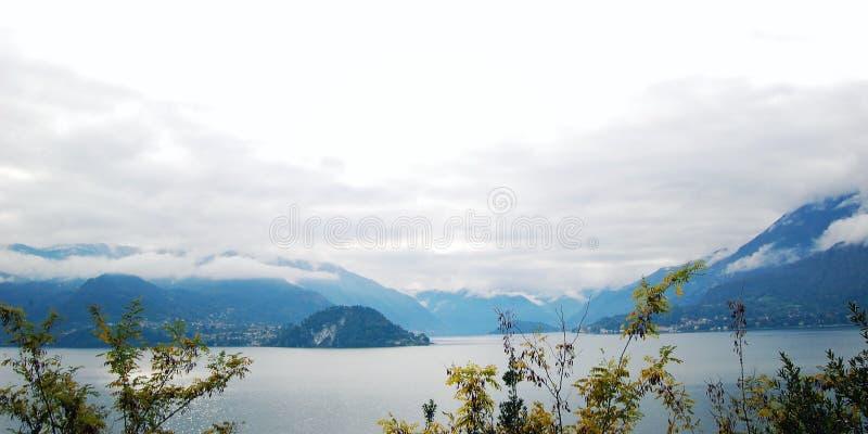 Het lopen langs het meer Como Italië royalty-vrije stock fotografie
