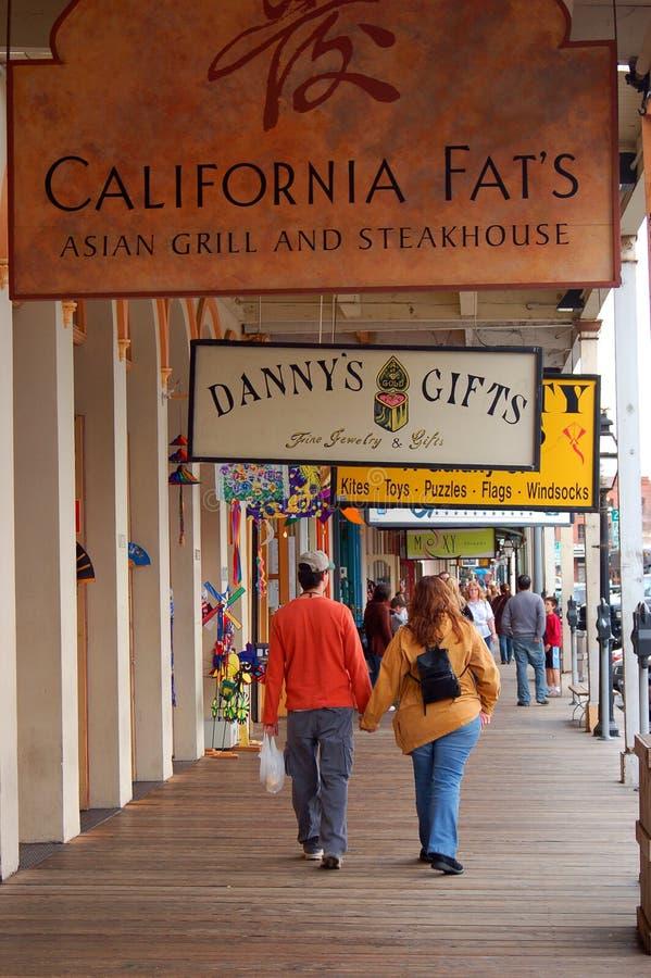 Het lopen in Oud Sacramento stock afbeeldingen
