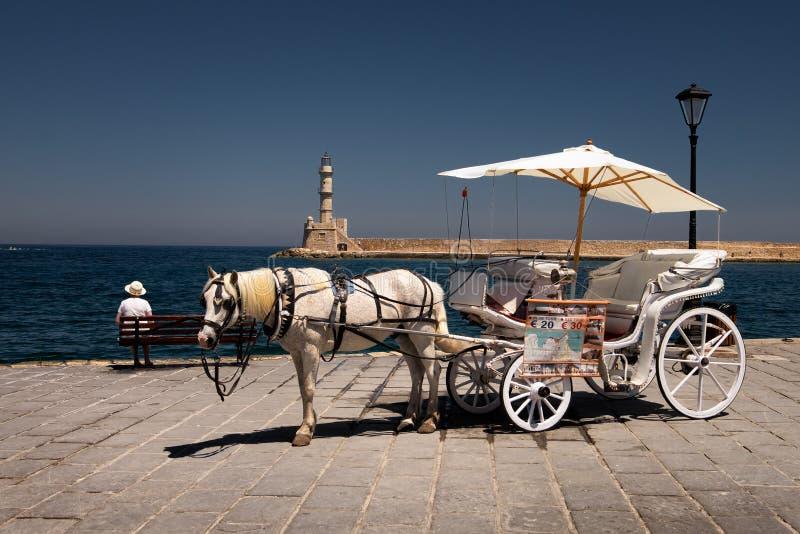 Het lopen van de blokkenwagen door de stad van Rethymnon kreta Griekenland stock fotografie
