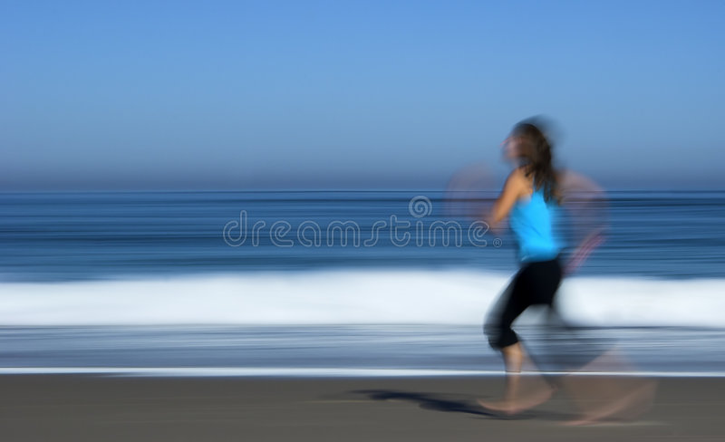 Het lopen van het meisje stock foto