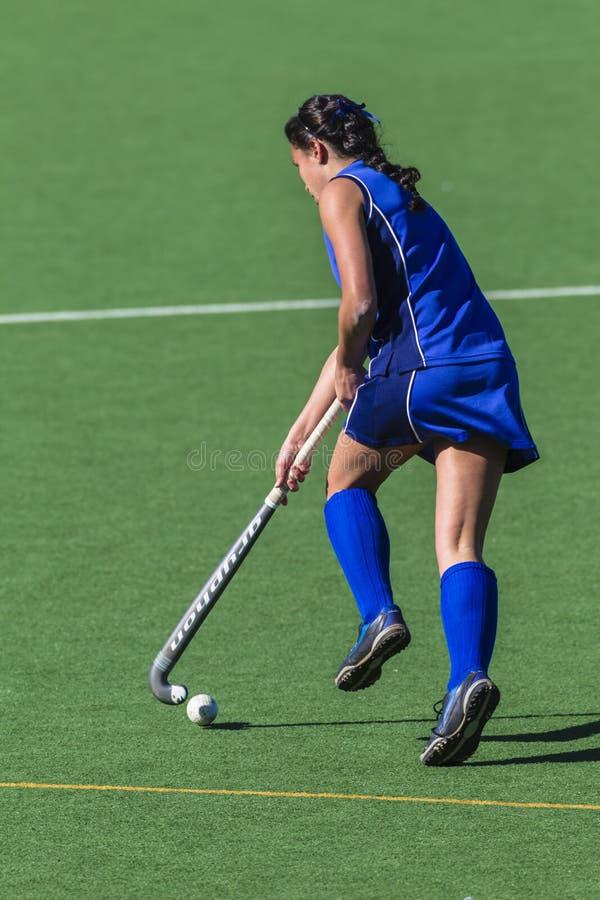 Het lopen van het meisje van het hockey redactionele stock foto afbeelding 28284113 - Beeld het meisje van ...