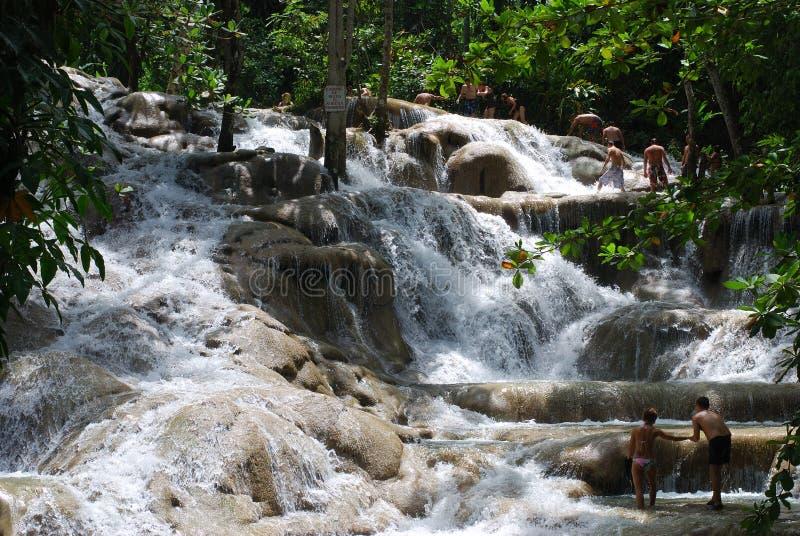 Het lopen in Watervallen royalty-vrije stock afbeelding