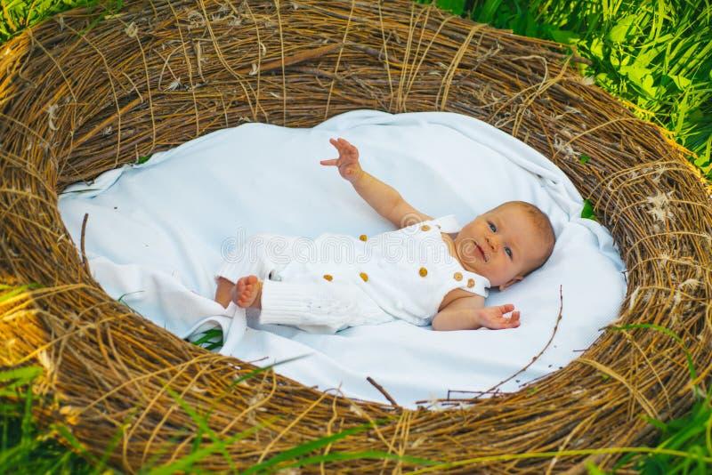Het lossen van het moederschapsziekenhuis De pasgeboren baby loste van het ziekenhuis van kinderen De gezondheidszorg van het kwa stock foto's