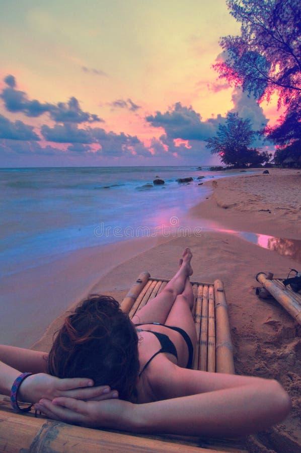 Het lounging van de zonsondergang stock fotografie