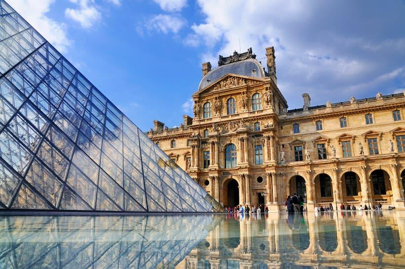 Het Louvre, Parijs stock foto's