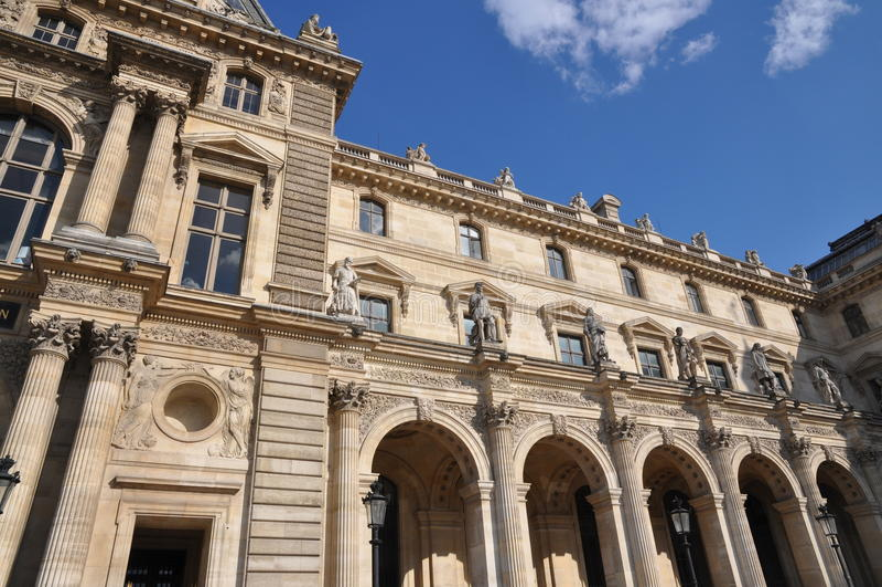 Het Louvre van Parijs royalty-vrije stock afbeeldingen