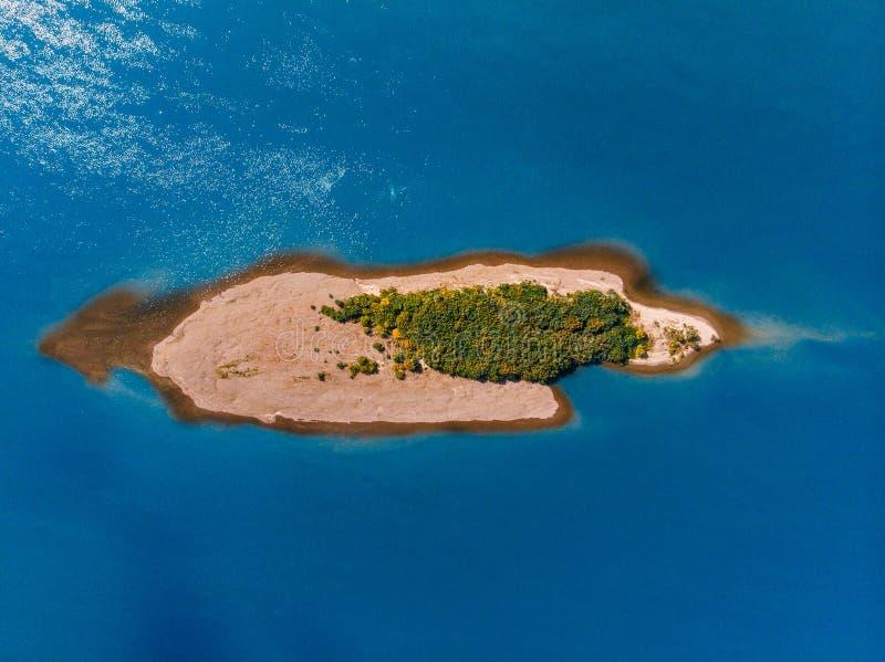 Het lucht van de het paradijsmaldiven van de fotohommel mooie tropische strand op eiland stock afbeelding