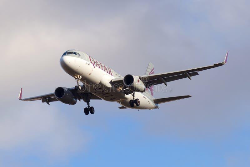 Het Luchtbusa320-232 vliegtuig a7-AHQ van Qatar Airways-luchtvaartlijn stock fotografie