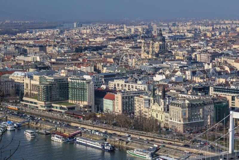 Het Luchtpanorama Van Boedapest Vele Daken Van Historische ...