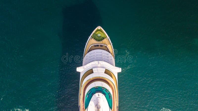 Het luchtschip van de menings grote cruise op zee, het schip van de Passagierscruise vess royalty-vrije stock foto