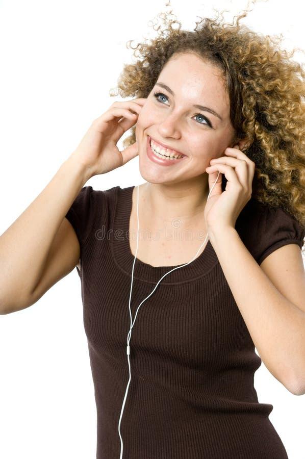 Het luisteren aan een MP3 speler royalty-vrije stock foto