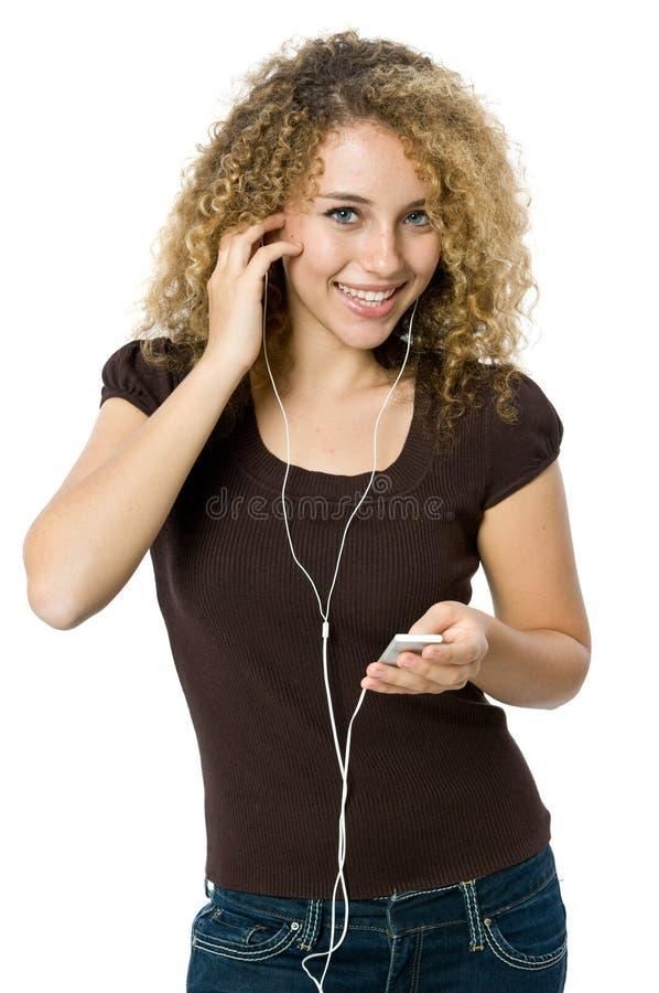 Het luisteren aan een MP3 speler stock foto