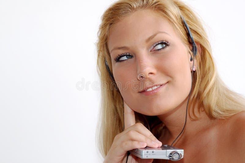 Het luisteren aan muziek royalty-vrije stock foto