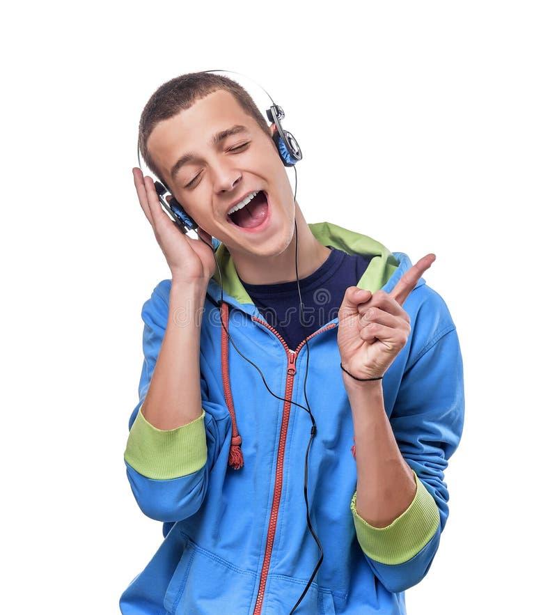 Het luisteren van de mens muziek met hoofdtelefoons royalty-vrije stock foto