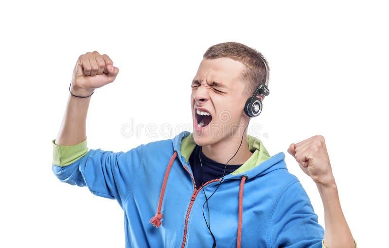 Het luisteren van de mens muziek met hoofdtelefoons royalty-vrije stock foto's
