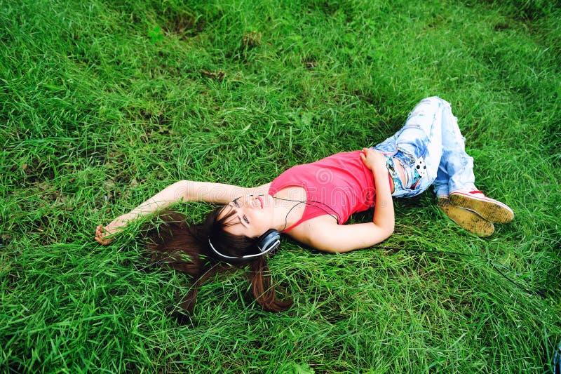 Download Het Luisteren Van Het Meisje Muziek. Stock Foto - Afbeelding bestaande uit persoon, levensstijl: 29509980
