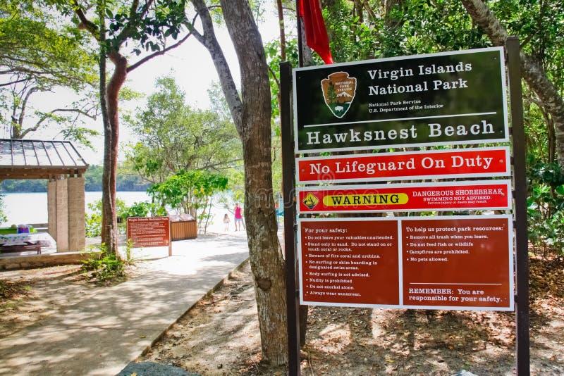 Het maagdelijke Teken van het Strand van Hawksnest van het Park van Eilanden Nationale stock foto