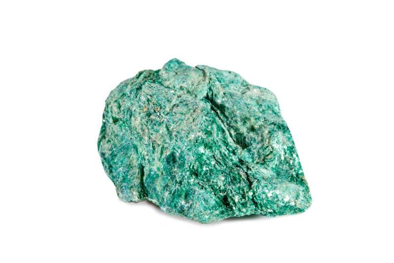 Het macro schieten van natuurlijke halfedelsteen Ruw mineraal fuchsite Voorwerp op een witte achtergrond royalty-vrije stock afbeeldingen