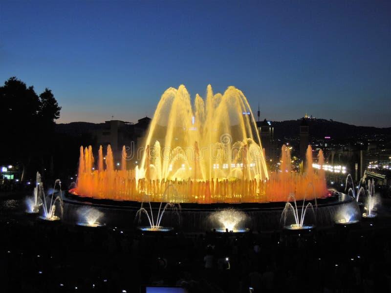 Het magische fonteinlicht toont in Barcelona royalty-vrije stock foto