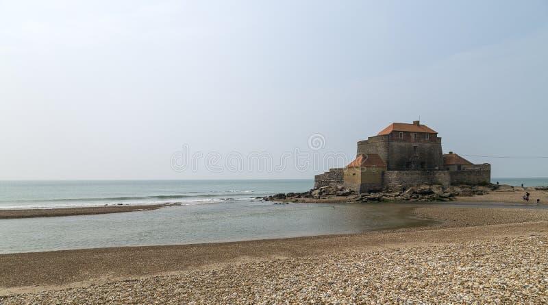 Het Mahon-Fort wordt gevestigd op Ambleteuse-Strand, in het gebied hauts-DE-Frankrijk van Frankrijk royalty-vrije stock afbeelding