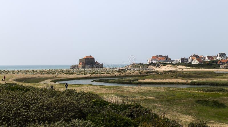 Het Mahon-Fort wordt gevestigd op Ambleteuse-Strand, in het gebied hauts-DE-Frankrijk van Frankrijk royalty-vrije stock fotografie