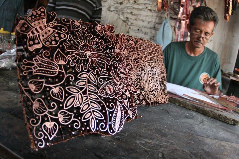 Het maken van batikzegel stock foto